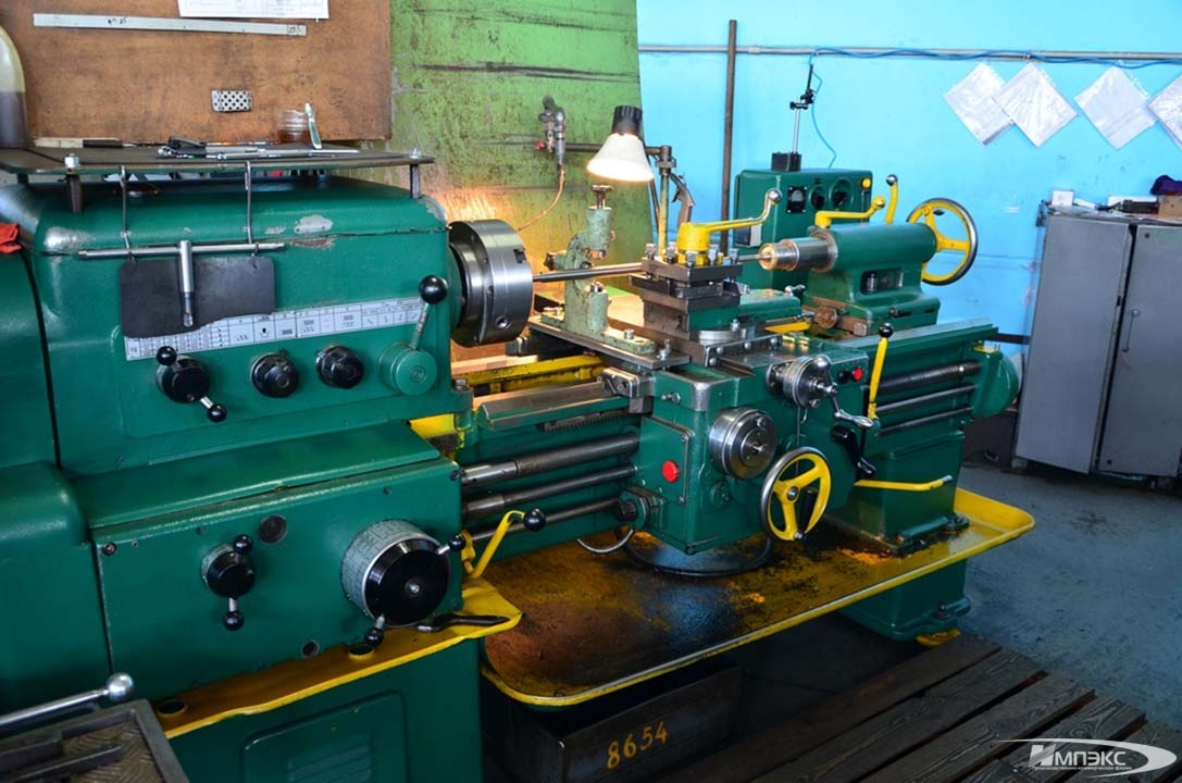 Universal turning lathe model 1K62 2