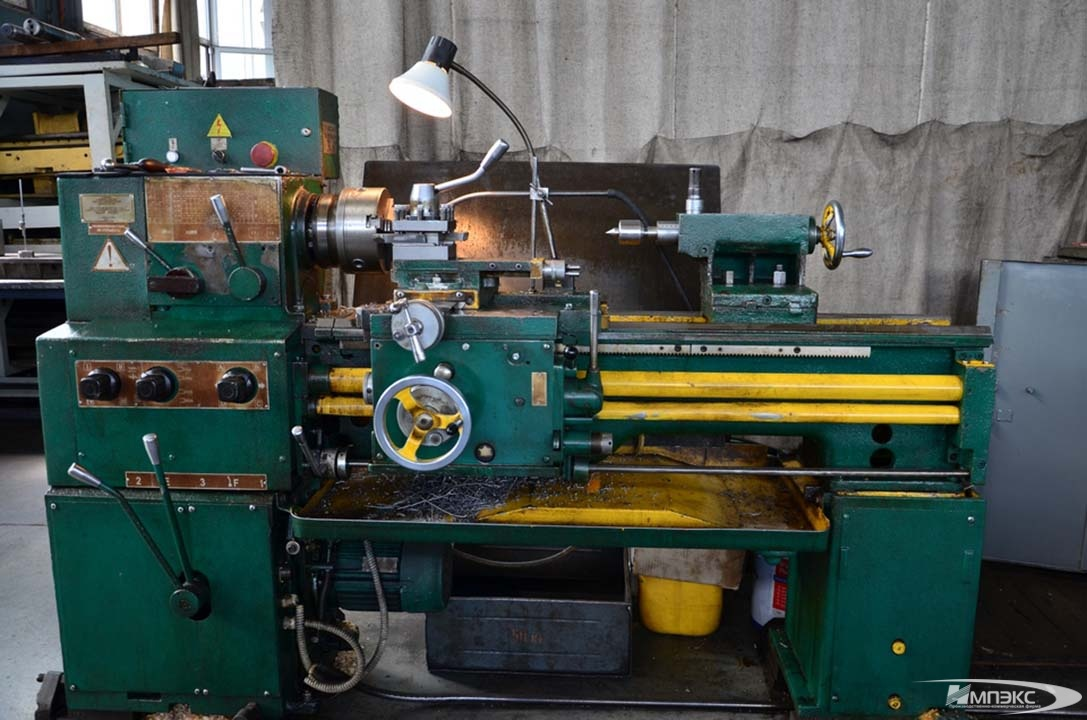 Universal turning lathe model IT-1M 2