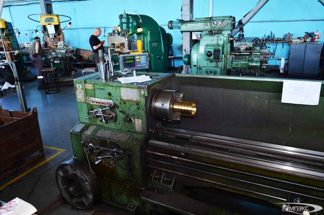 Universal turning lathe model SN601*3000 2
